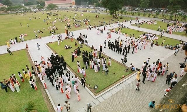 chụp ảnh kỷ yếu ở Hoàng Thành Thăng Long