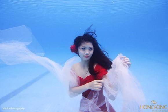 Trang điểm chụp ảnh thời trang dưới nước